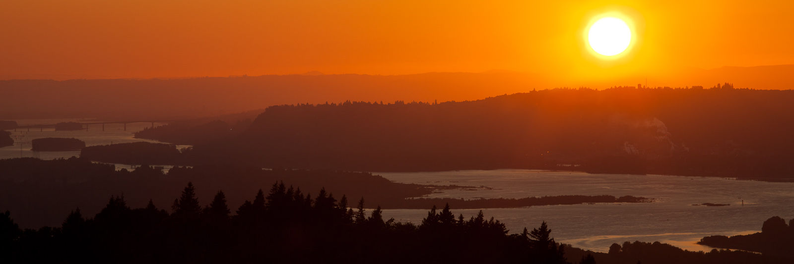083a8767efa The sun sets over the Columbia River, just east of Portland, OR